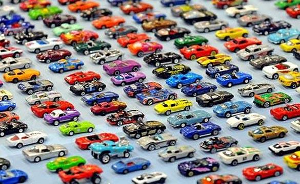 Corvette Memorabilia Collector Goes for Guinness World Record