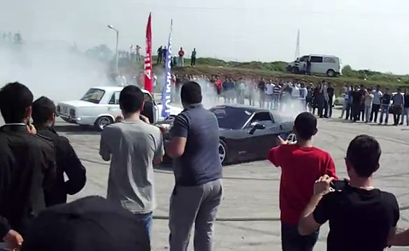 [VIDEO] Turkish Corvette Burnouts End with a Resounding FAIL