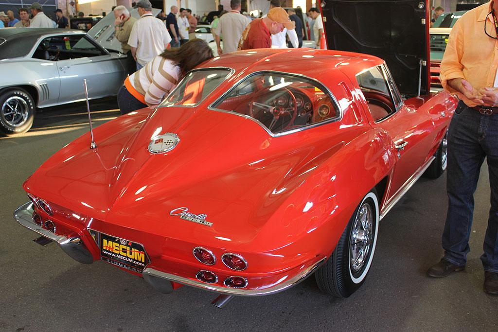 Split Window Corvette >> Video 1963 Corvette Split Window Sells For 275 000 At Mecum S