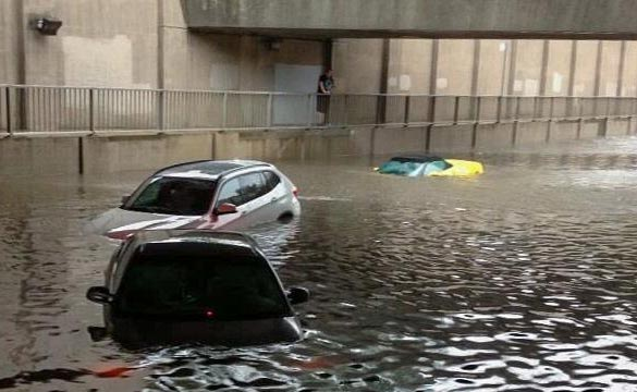 [PIC] Corvette Caught in Tornonto's Flash Flood