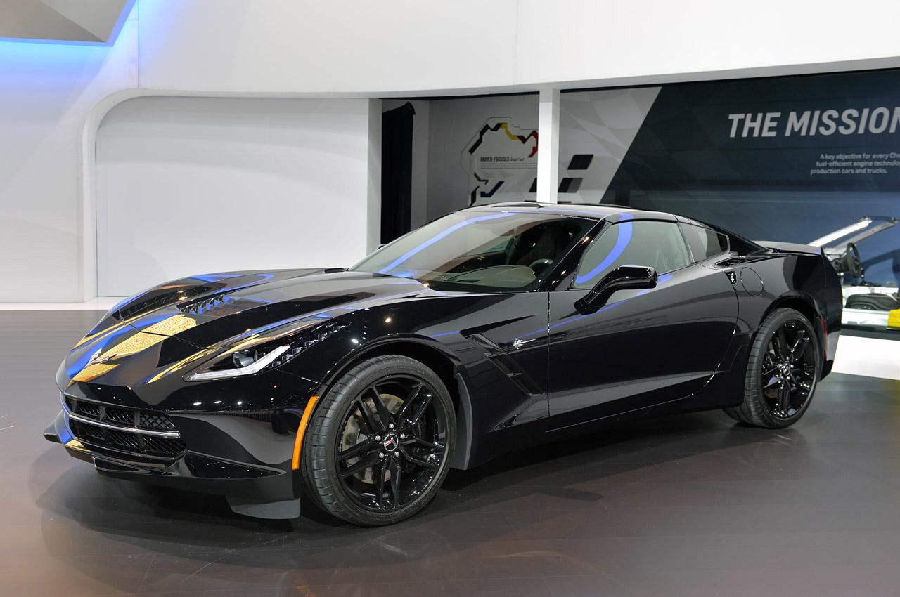 pics black widow 39 s corvette stingray at the chicago auto show corvette sales news lifestyle. Black Bedroom Furniture Sets. Home Design Ideas