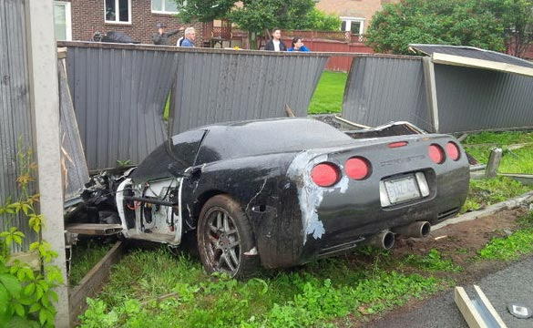 [ACCIDENT] C5 Z06 Destroys a Fence after Crash