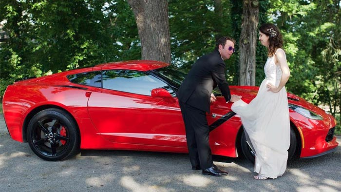 [PIC] World's Greatest Wedding Photo Featuring a Corvette