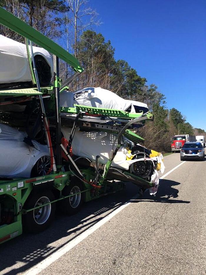 Resultado de imagen de [ACCIDENT] Brand New 2017 Corvettes Damaged in Alabama Transporter Crash