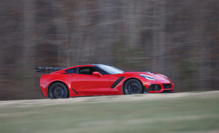 Pic 2019 Corvette Zr1 Has A 15 Mpg Combined City Highway Fuel Economy Rating