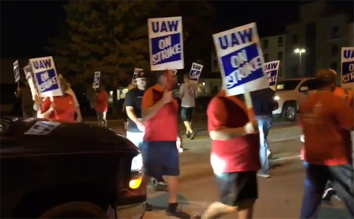 UAW Members on Strike! Workers Close Road to the Corvette Assembly Plant
