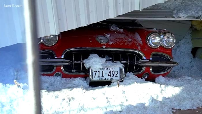[VIDEO] Classic Cars Damaged after Roof Collapses Due to Heavy Snow