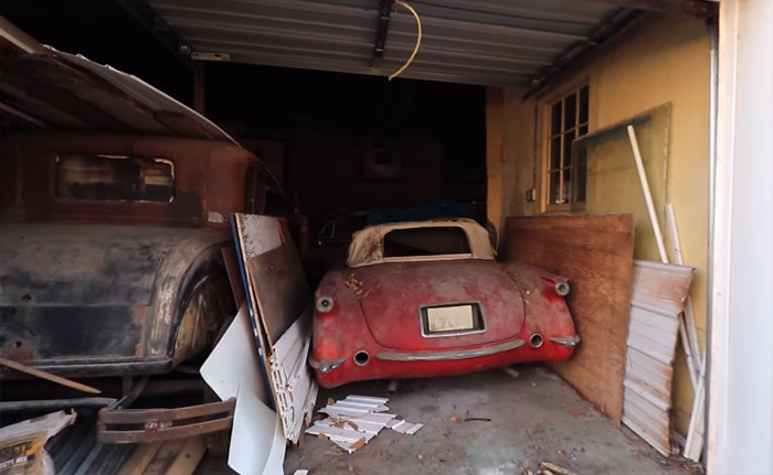 [VIDEO] Extracting a Sportsman Red 1954 Corvette from a Garage