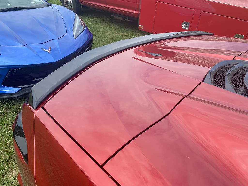 [PICS] The Low Profile Spoiler in Both Body Color and Carbon Flash