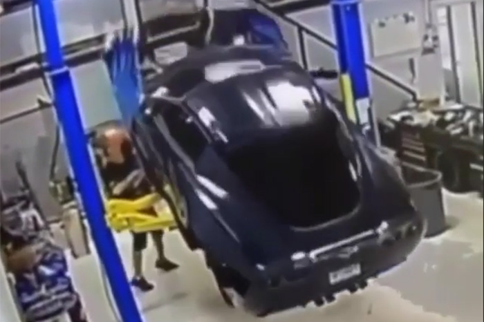 [ACCIDENT] C6 Corvette Falls Off a Lift and Crashes to the Ground