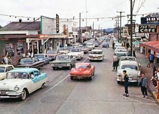 [PIC] Corvette is Main Attraction in Long Beach, Washington Circa 1964