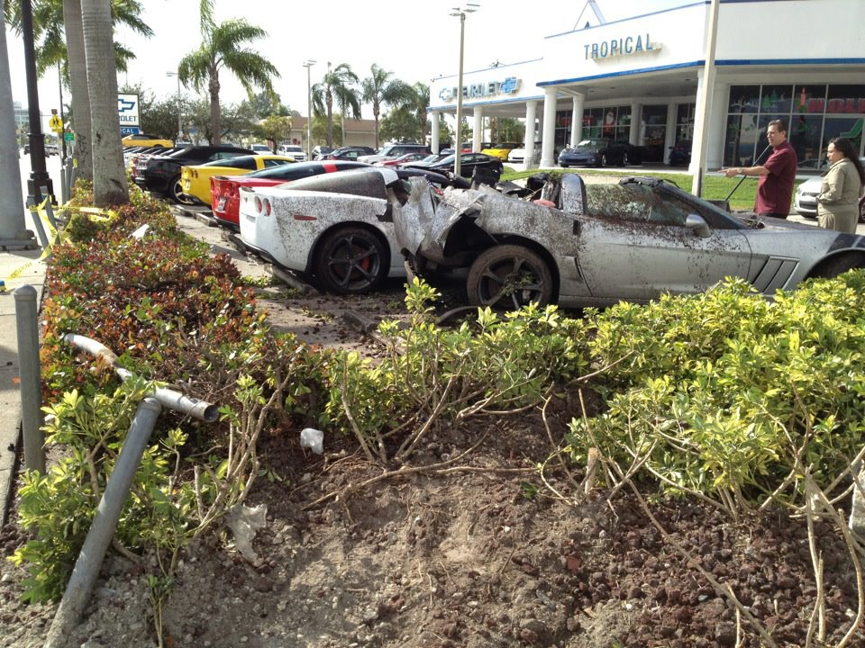Chevy Dealer Miami >> Drunk Driver Crashes Into New Corvettes At A Miami Chevy Dealership