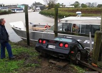 [ACCIDENT] 1984 Corvette Smashes into a Boat in New Zealand