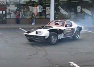 [VIDEO] Donuts in a Cutaway C3 Corvette