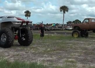 [VIDEO] C2 Split Window Corvette Mud Slinger at Mud Jam