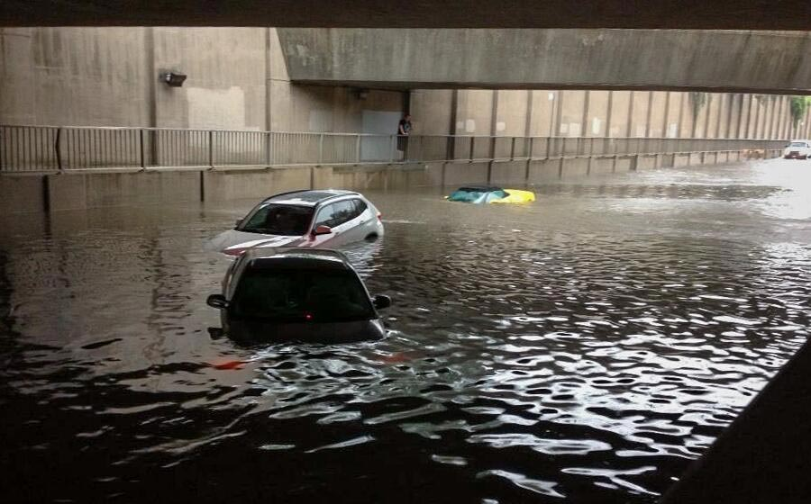 [PIC] Corvette Caught in Toronto's Flash Flood