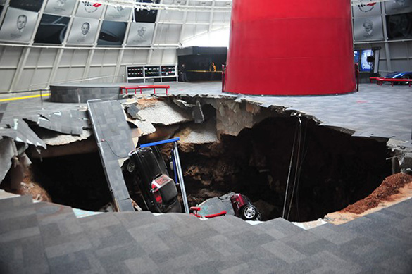 BREAKING NEWS: A Sinkhole Under the National Corvette Museum Opens and Swallows 8 Corvettes