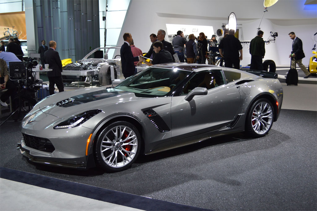 Corvette Z06 Value Recognized by Competitors as SRT Viper Price is Slashed by $15K