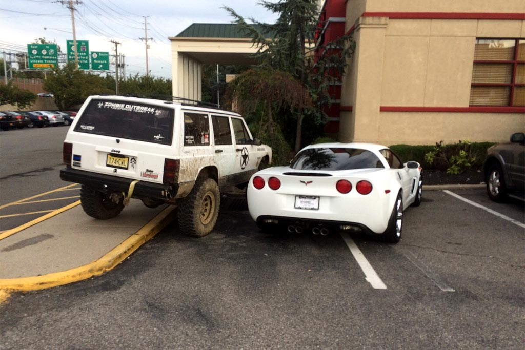 [VIDEO] Pig Parking C6 Corvette Owner Gets Schooled by Jeep Driver