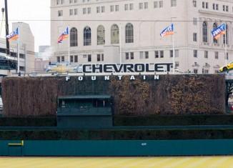[PIC] Chevrolet Hoists a Corvette Z06 and Silverado Above Detroit's Comerica Park Baseball Field