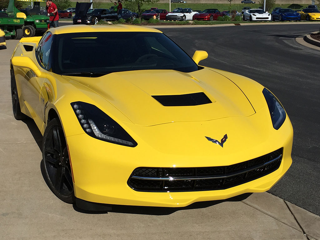 [PICS] Sneak Peek of a 2016 Corvette Stingray Shows New Color and Features
