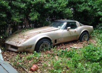 1981 Corvette Barn Find is Worth only $900 as a Parts Car