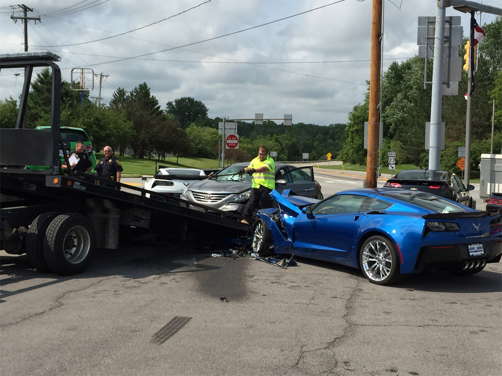 [ACCIDENT] Driver Suffers Medical Seizure and Crashes into Two Corvette Z06s