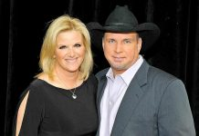 Country Singer Garth Brooks Gives a Corvette and Other Gifts to Four Millionth Fan