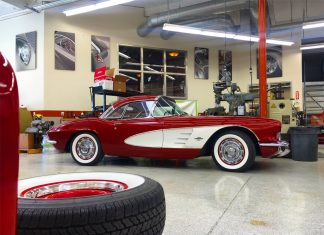 [PIC] Chip Foose Appreciates Those Early Corvettes