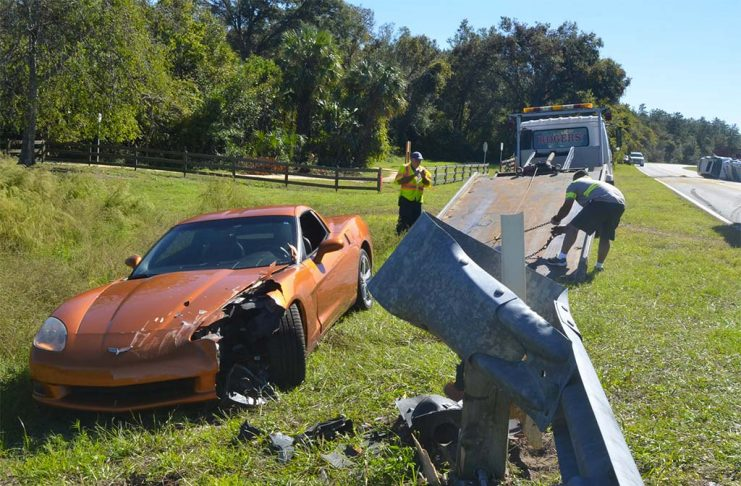 [ACCIDENT] C6 Corvette Goes Off Road to Avoid Out-of-Control Auto Transporter