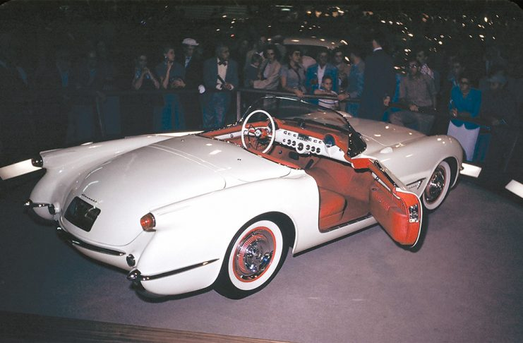 corvette-shown-world-first-time-date-1953
