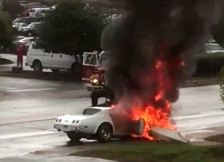 [ACCIDENT] C3 Corvette Bursts Into Flames After Collision with Telephone Pole
