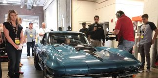 [VIDEO] 'Vault Find' 1967 Marina Blue Corvette 427/435 Sells for $675,000 at Mecum Indy