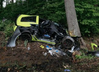 [ACCIDENT] Two Injured after Corvette Z06 Crashes into a Tree in Michigan