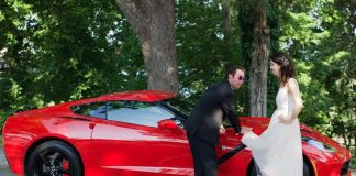 [PIC] The World's Greatest Wedding Photo Featuring a Corvette