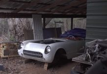 [VIDEO] Barn Find Hunter Tom Cotter Uncovers a 1954 Corvette