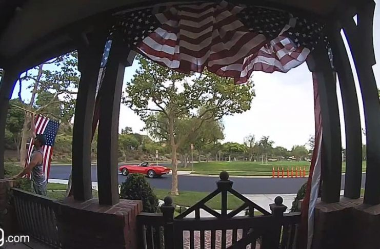 [VIDEO] Corvette Driver Picks Up Neighbor's Fallen American Flag