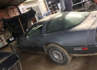 Corvettes on Craigslist: 'Barn-Find' 1984 Corvette Parked Since 2000
