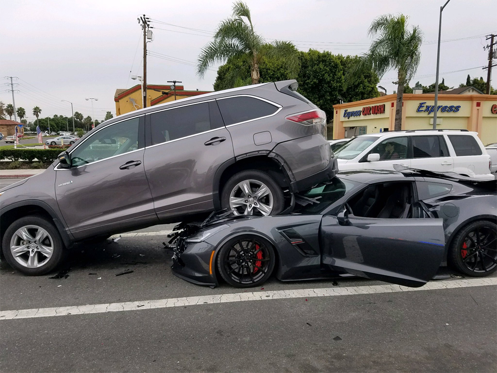 [ACCIDENT] Corvette Grand Sport Lifts an SUV in a ...