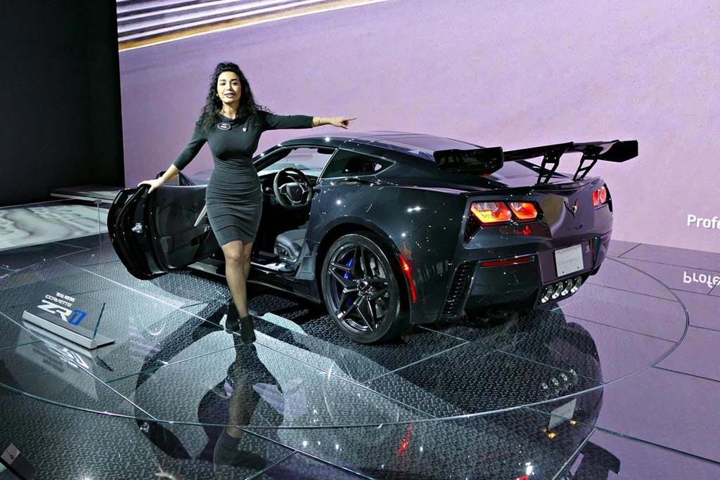 video the 2019 corvette zr1 presentation from the la auto show corvette sales news lifestyle. Black Bedroom Furniture Sets. Home Design Ideas