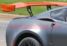 [SPIED] 2019 Corvette Z06 Spotted with a ZR1 Wing and Roll Cage