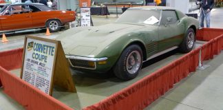 [POLL] What Would You do with this Barn Find 489-Mile 1972 Corvette?