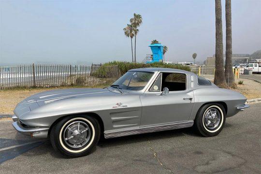 Corvettes for Sale: Non-Original Fuelie 1963 Corvette Split Window on BaT